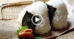 KHÁO PAN BUAJ KHÉM (ข้าวปั้นบ๊วยเค็ม) – THAJSKÉ SUŠI Z JAPONSKÉ MERUŇKY