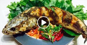 PLÁ ČON THÓD (ปลาช่อนทอด) – PEČENÝ HADOHLAVEC PÁSKOVANÝ